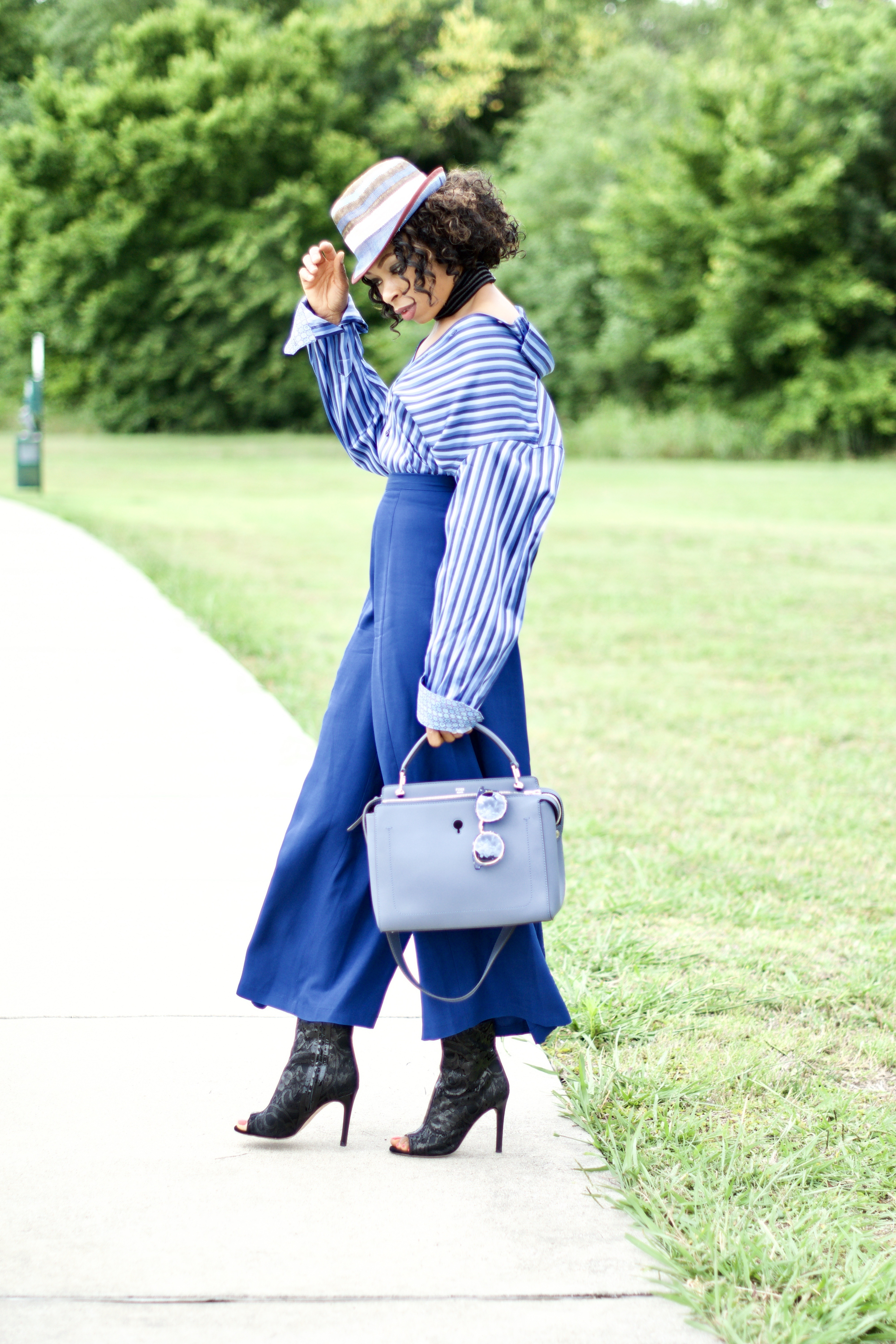 Styling oversized men's dress shirt Posted by Vivellefashion