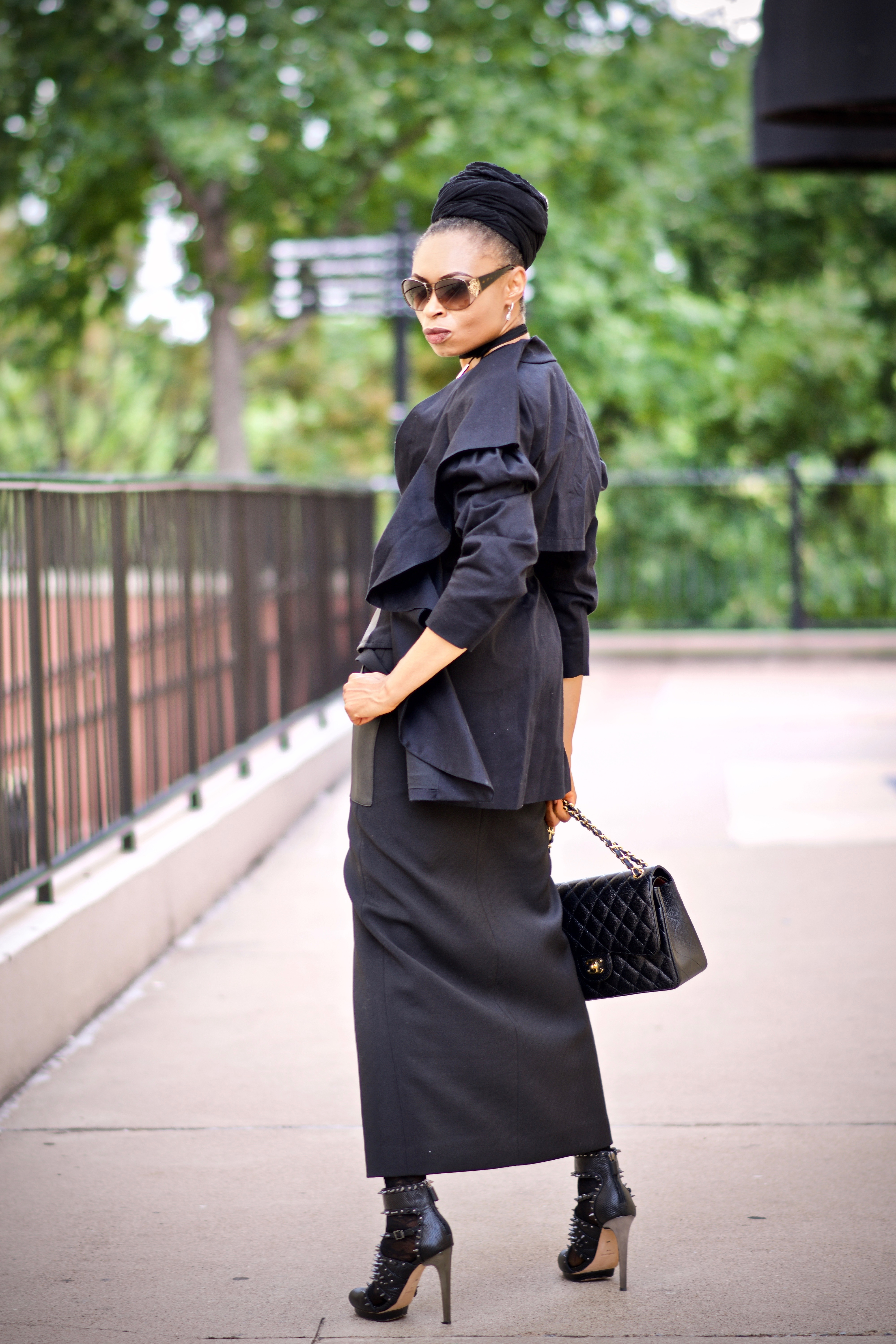 How to wear an all black monochrome look